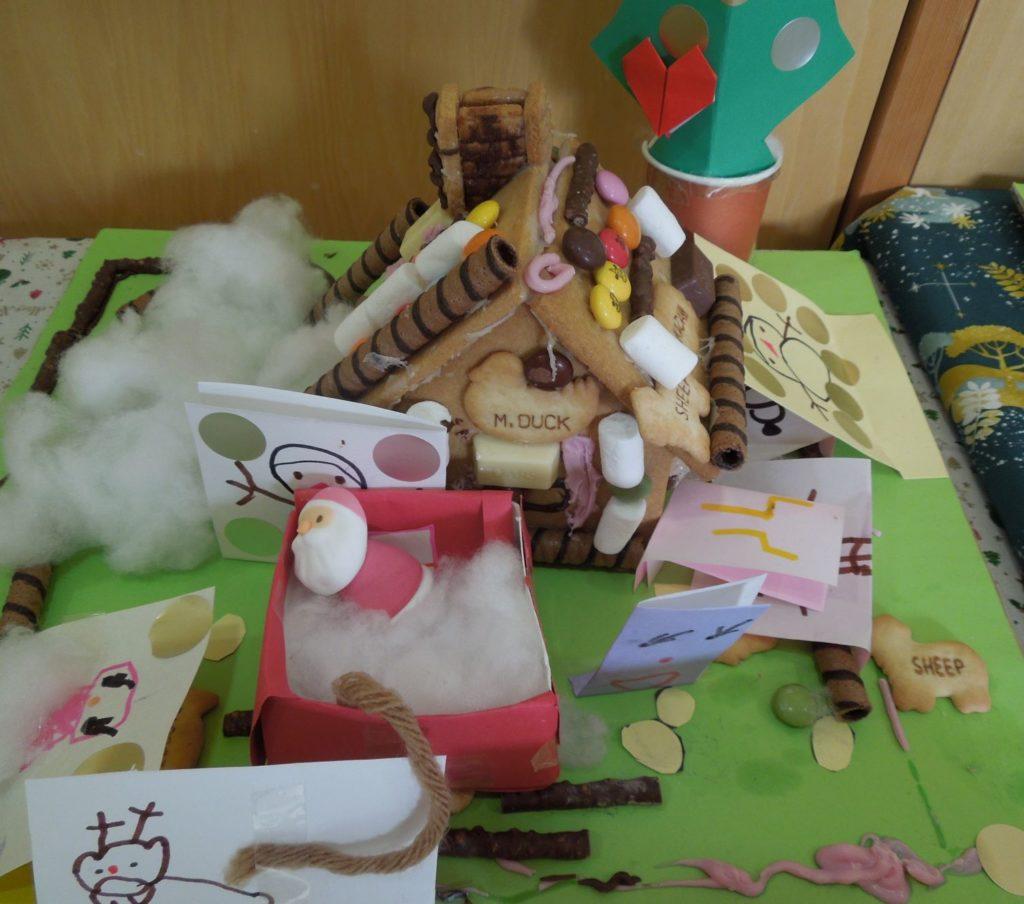 年長児が作ったお菓子のお家です
